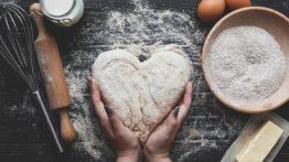 سبب التصاق العجين + حل لإصلاح التصاق عجين الخبز في