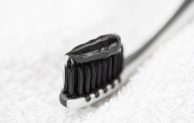معجون أسنان الفحم