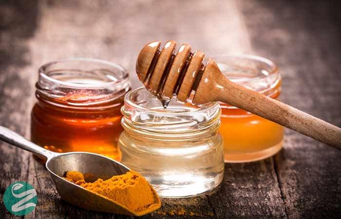 قناع الكركم ، نشا الذرة والعسل