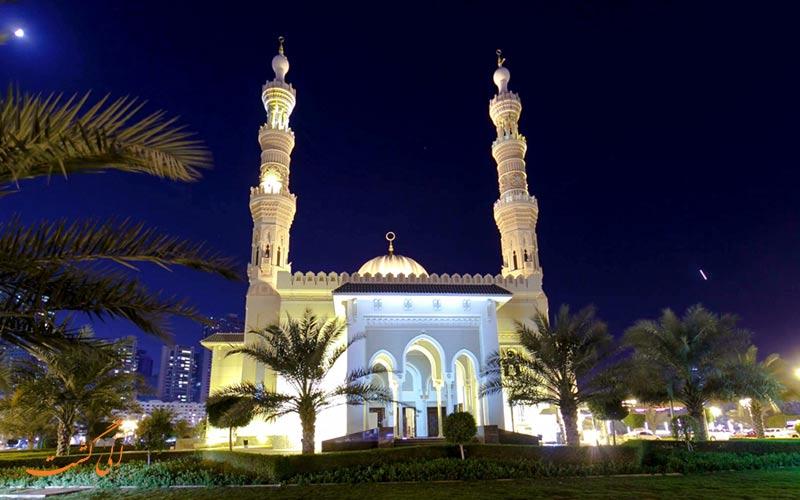 يعد مسجد جميرا في دبي مثالاً على فن العمارة الفاطمية.