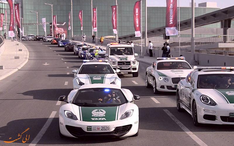 السيارات الفاخرة أعلى طراز من شرطة دبي