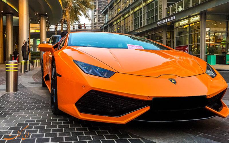 سيارة فاخرة في دبي