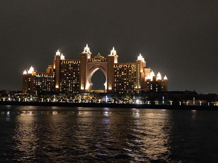منظر مذهل لفندق دبي الشهير