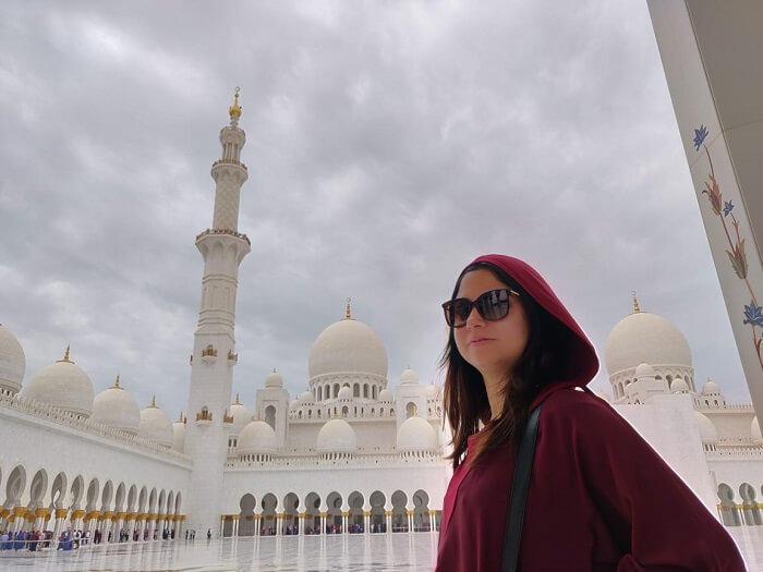 أخذ بعض الصور في المسجد
