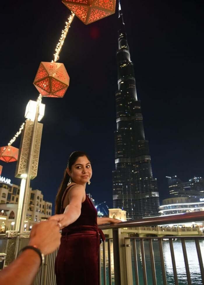أمام برج خليفة