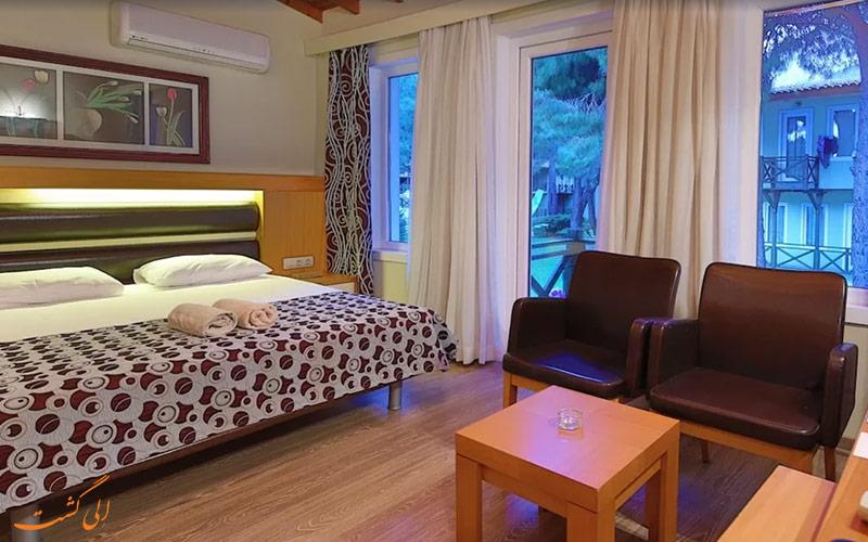 واحدة من غرفتي نوم في فندق Flora