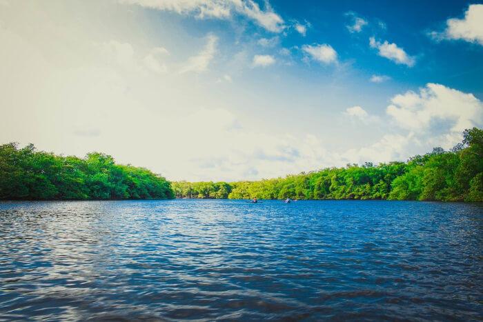 بحيرة طبيعية