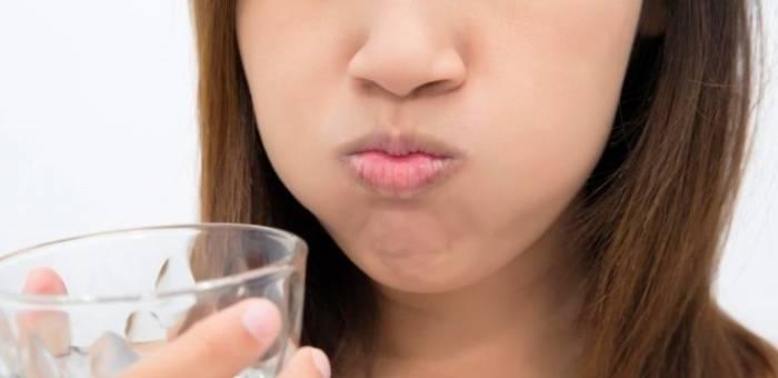 غسول الفم الطبيعي المنزلية