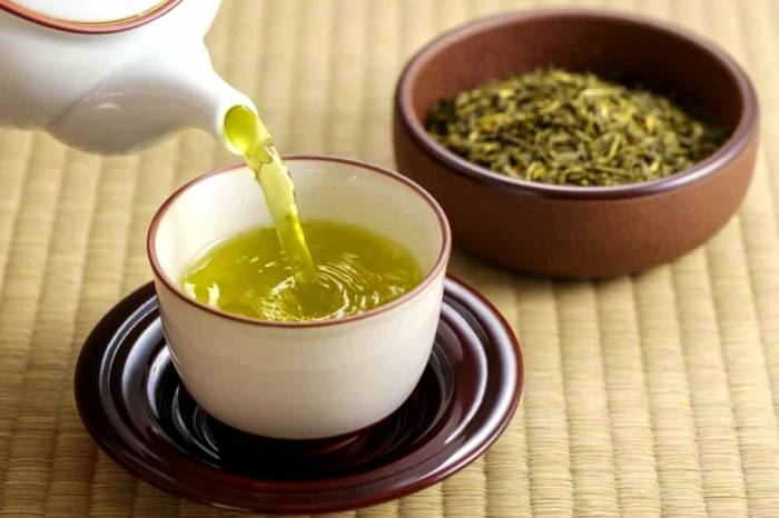 شرب الشاي الأخضر