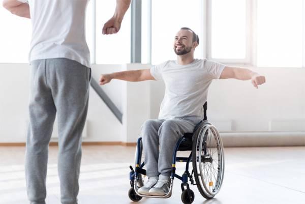 ممارسة كرسي متحرك