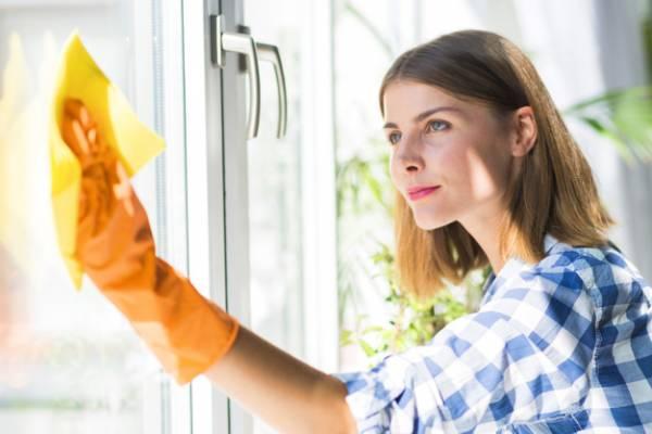 تنظيف النوافذ