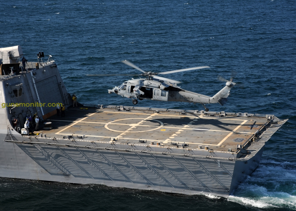 090928-N-7241L-306 ATLANTIC OCEAN (28 سبتمبر ، 2009) تُجري سفينة القتال الساحلية الأمريكية USS Freedom (LCS 1) شهادة على سطح الطائرة مع طائرة هليكوبتر طراز MH-60S Sea Hawk المخصصة لسرب فرسان البحر بطائرة هليكوبتر فرسان البحر (HSC) ) 22. (الصورة البحرية الأمريكية من قبل أخصائي الاتصال الجماهيري من الدرجة الثانية ناثان لير / أطلق سراحه)