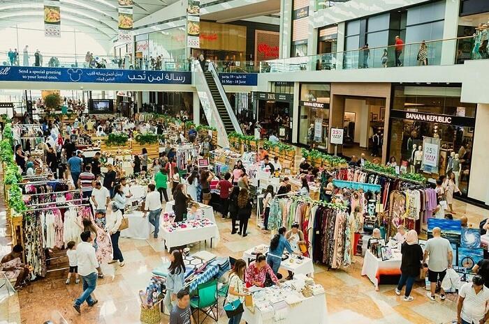 Shopping_at_Dubai_Festival_City_Mall