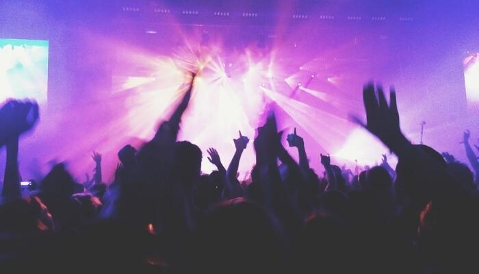 الناس الحفلات في النادي