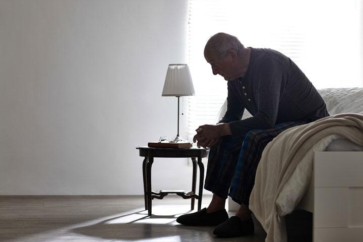 الاكتئاب لدى كبار السن ؛ أعراضه وأعراضه وطرق علاجه