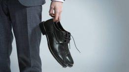كيفية إزالة البقع الزيتية والشحوم على الجلد والأحذية من جلد