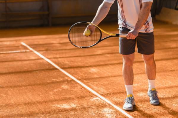 ممارسة التنس