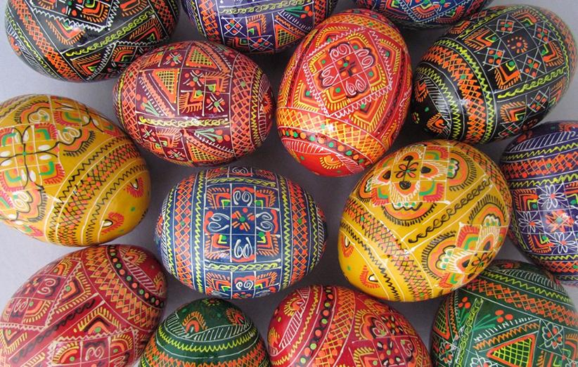 بيض العيد الملون