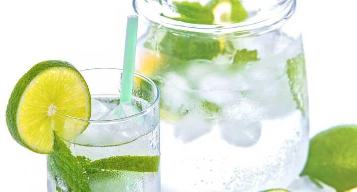 نكهة الماء بإضافة الليمون