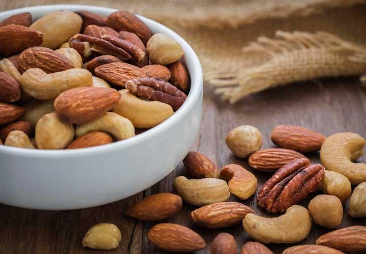 عادة ما يتم تعطير المكسرات لتحسين الطعم والرائحة وخلق قوام هش.