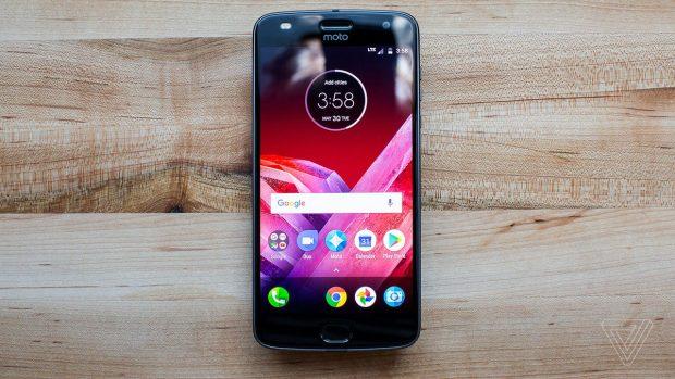 Moto Z2 Play - الهاتف الأقل قيمة لهذا العام