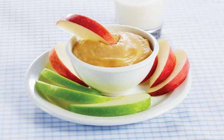 شرائح التفاح مع زبدة الفول السوداني - وجبة خفيفة رائعة لفقدان الوزن