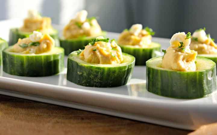 قطع الخيار والحمص - وجبة خفيفة جيدة لفقدان الوزن