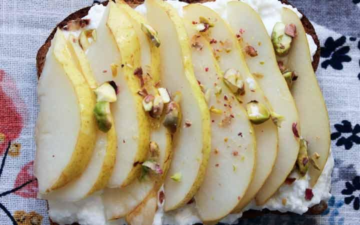 شرائح الكمثرى مع جبنة الريكوتا - وجبة خفيفة رائعة لفقدان الوزن