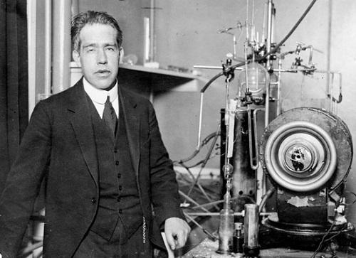 تاريخ الفيزياء الجزء الثالث ، نيلز بور