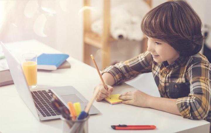 جعل افتراضية المدارس الطلاب أكثر سعادة.