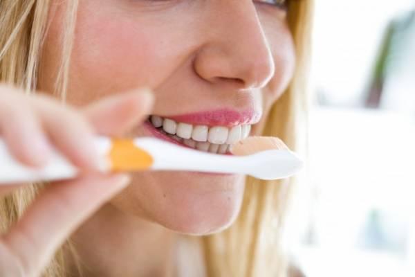 تنظيف الأسنان بالفرشاة يوميًا