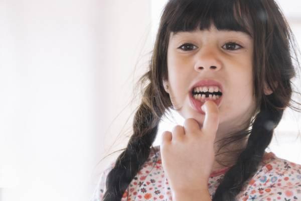 طفل وجع أسنان