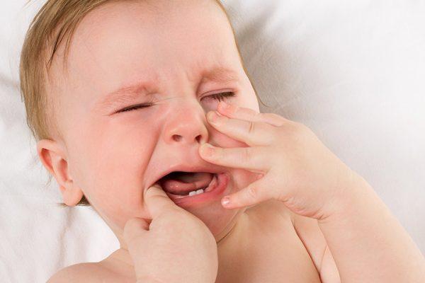 آلام اللثة عند الأطفال