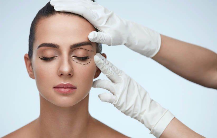 تعد جراحات تجميل العيون إحدى اتجاهات الجمال لعام 2021