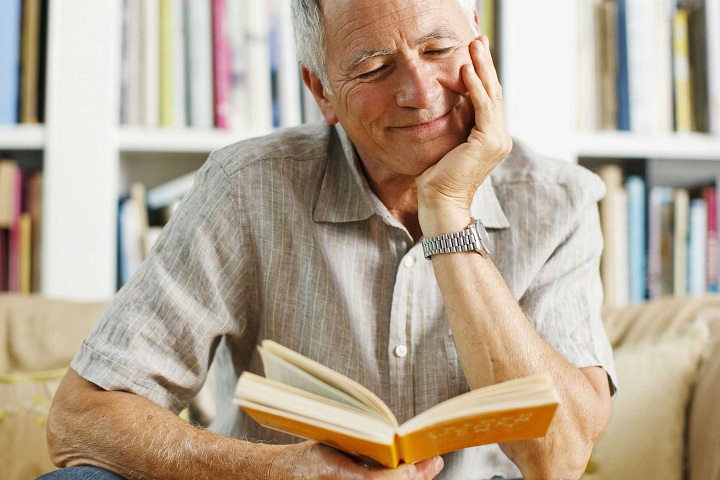 قراءة الكتب لها تأثير إيجابي على الإنسان