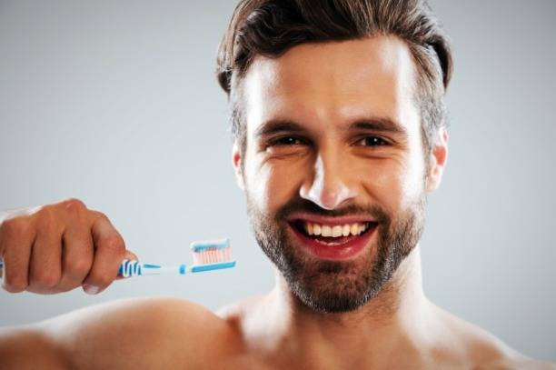 تفريش الأسنان بانتظام