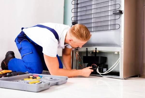 إصلاح تسرب مياه الثلاجة