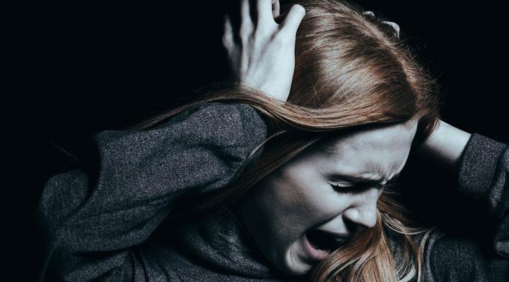 يختلف الفصام عن اضطراب الشخصية المتعددة