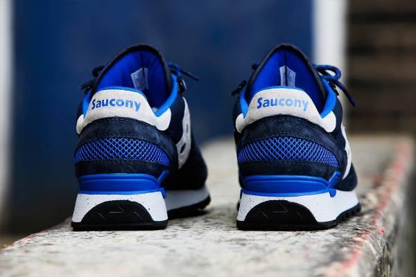 يزيل الرائحة الكريهة للأحذية والقدمين