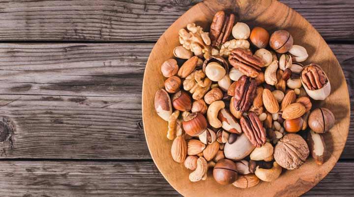 المكسرات هي واحدة من ثمانية أطعمة صحية ومغذية لوقت وفترات السينما.