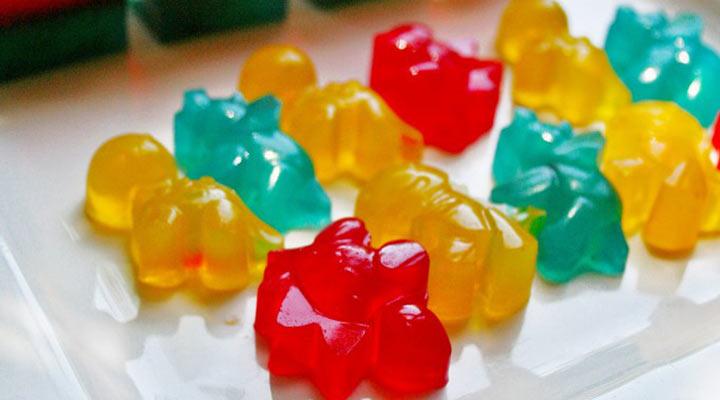 معجنات الفاكهة محلية الصنع هي واحدة من 8 أطعمة صحية ومغذية لوقت وفترات الفيلم.