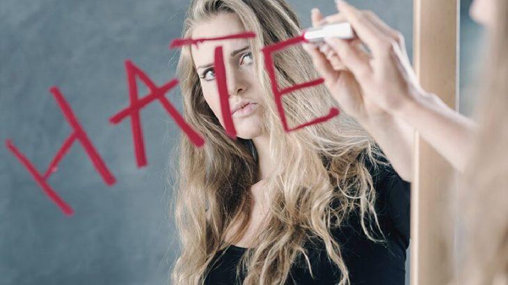 9 أسباب وأعراض كراهية الذات و 7 نصائح فعالة للغاية