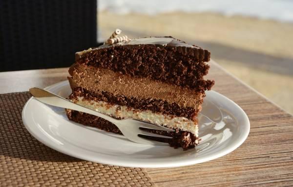 تناول الكثير من الكعك