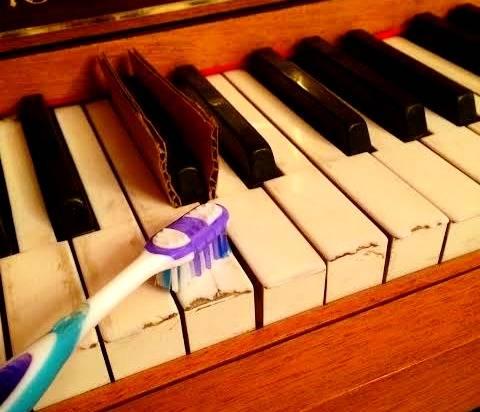 تنظيف مفاتيح البيانو