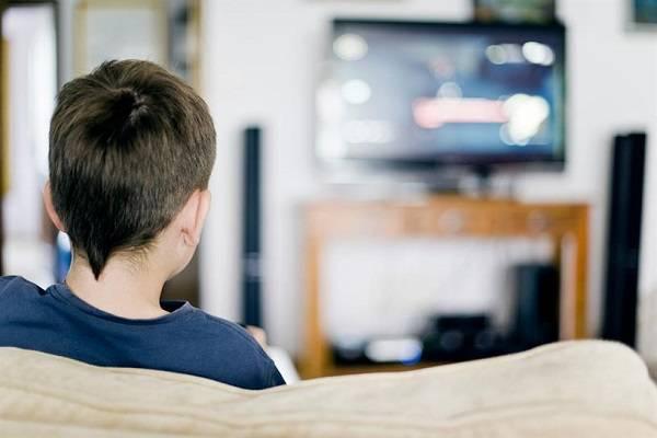 مشاهدة التليفزيون