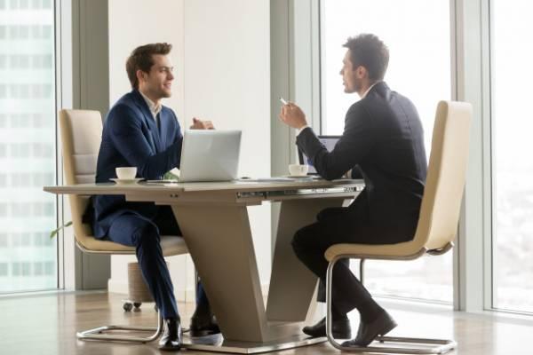 علاقة الموظف بالرئيس