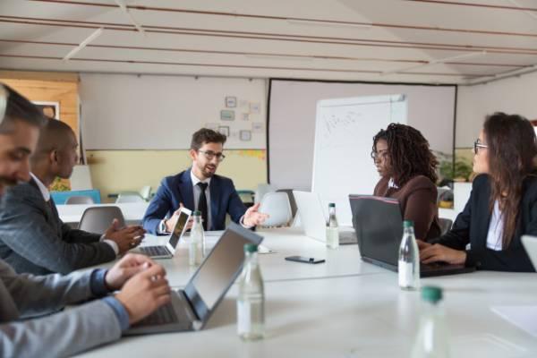 تقوية العلاقة بين المدير والموظف