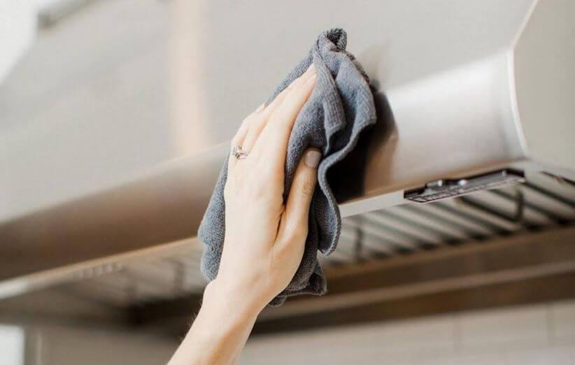 10 خطوات لتنظيف شفاط المطبخ - تنظيف جسم الشفاط