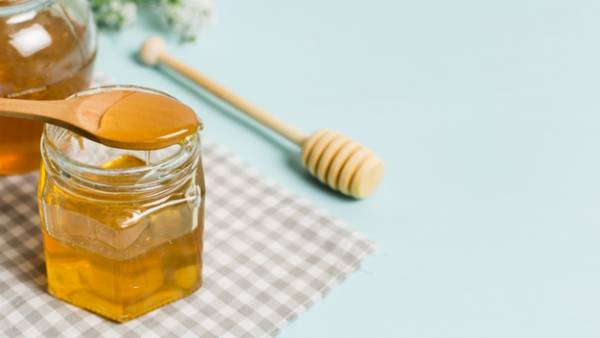 العسل للشعر الجاف
