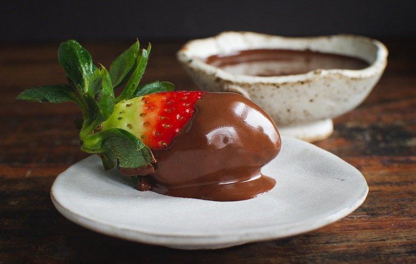 قناع الوجه بالشوكولاتة والفراولة